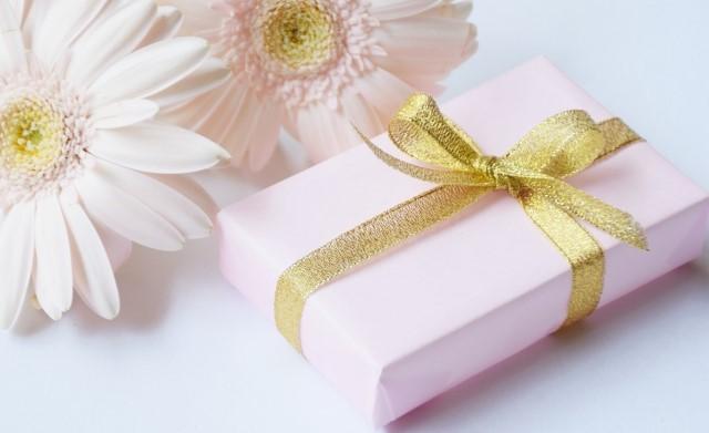 イヴサンローラン 婚活 リップ 刻印 プレゼントと花